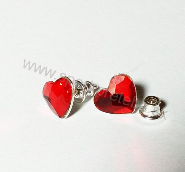 Swarovski napichovacie náušnice srdiečko červenej farby Crystal Siam bbabe7990af