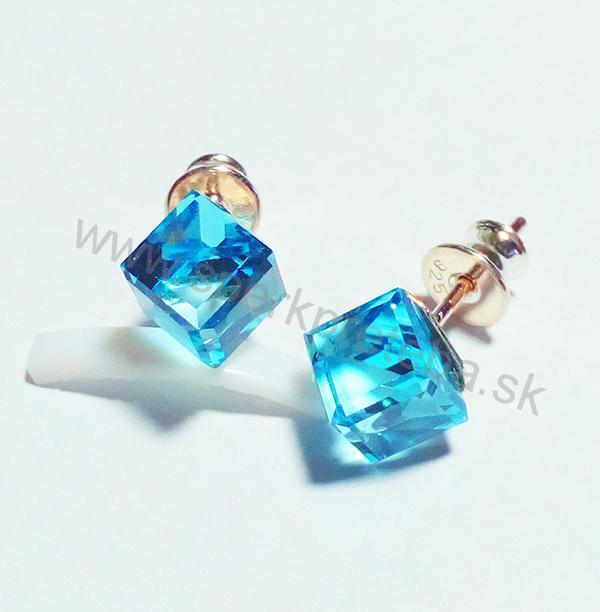 Swarovski napichovacie náušnice kocka modrej farby Aquamarine d6a102bdc8f